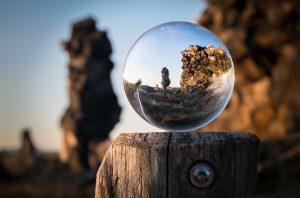 glass-ball-1746506_1920